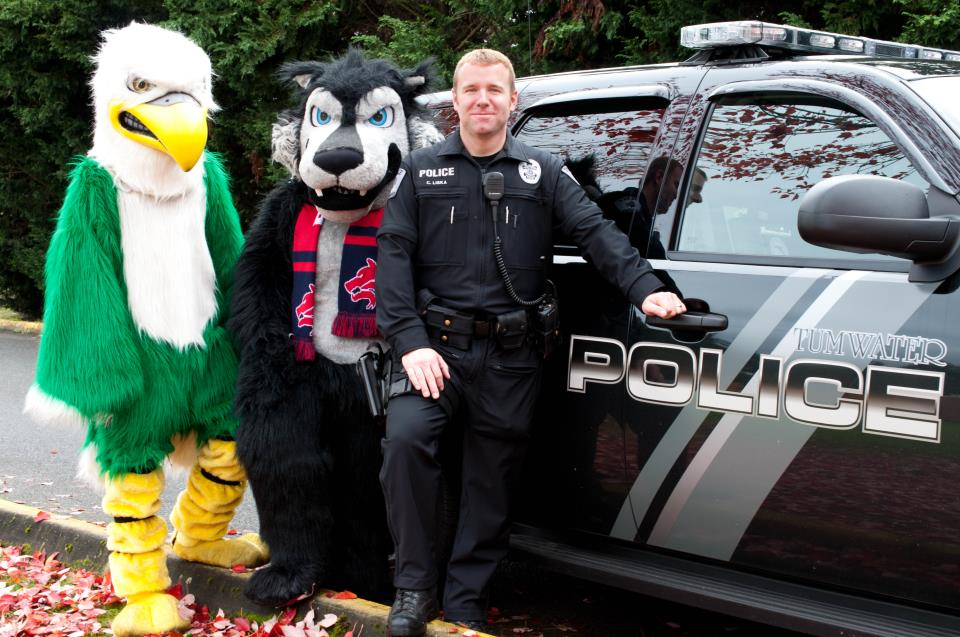 School Resource Officer with Mascots 013